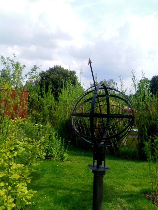 Un cadran solaire pas banal : la sphère armillaire