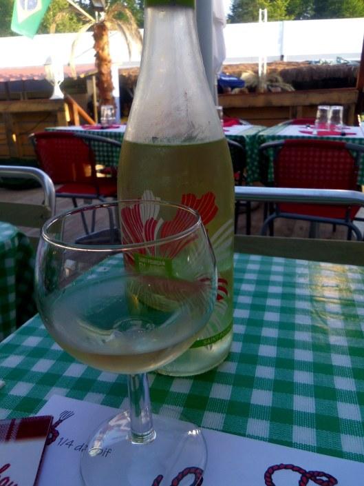Boire le vin à la ficelle