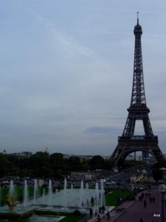 l'alignement des bassins du Trocadéro par rapport à la Tour Eiffel