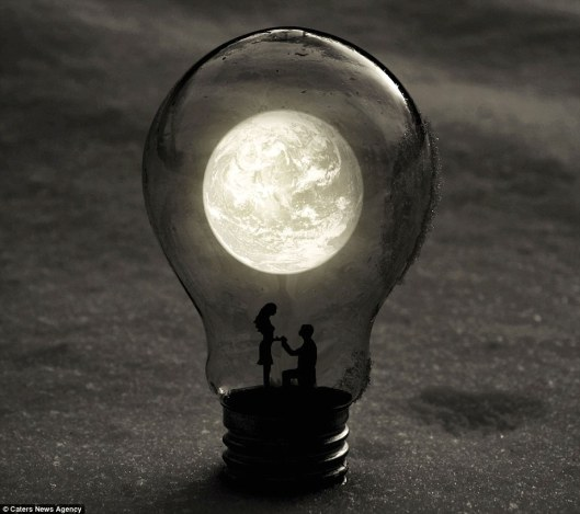 Miniature-World-Inside-Light-Bulbs-9