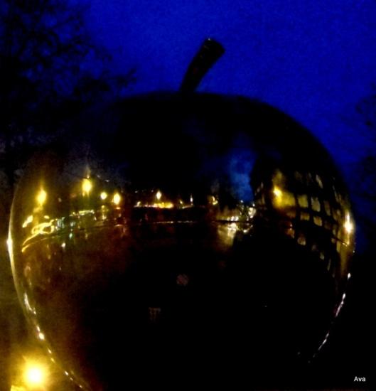 PARIS_apple
