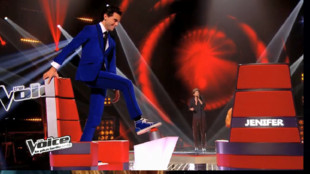 the-voice-3-mika-debout-fauteuil-de-coach-11068190qnuea_2078