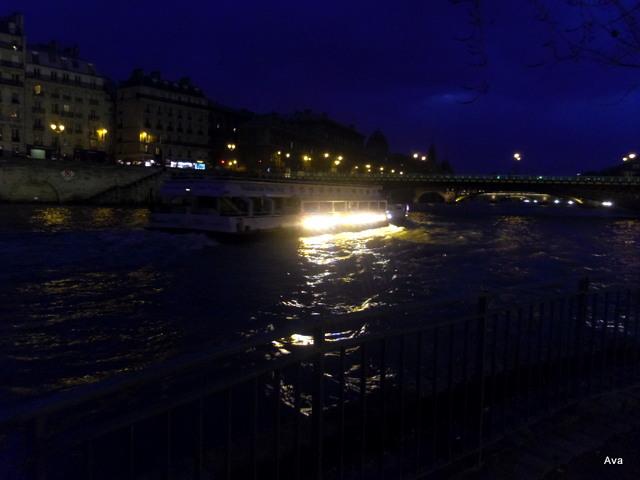 Bateau_Seine_Pont_de_Paris