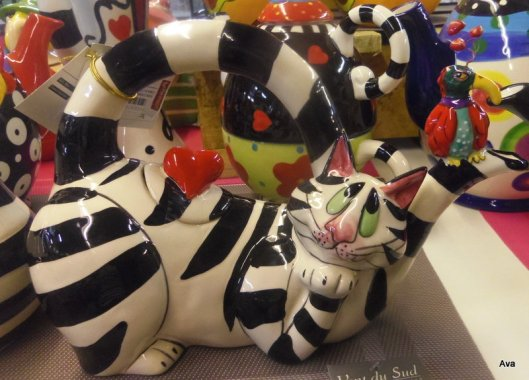 teapot, cat