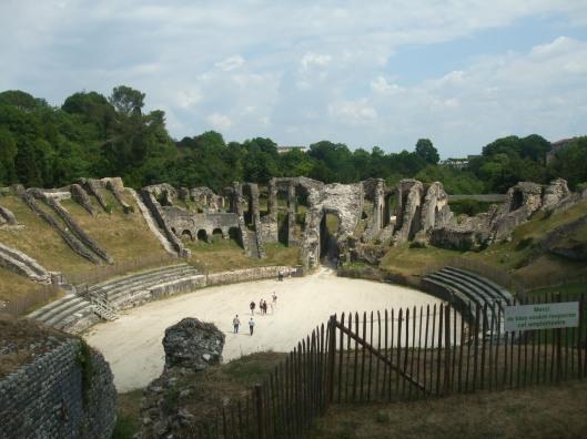 Descent, Saintes, amphitheater