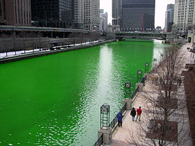 280px-Chicago_River_dyed_green,_focus_on_river