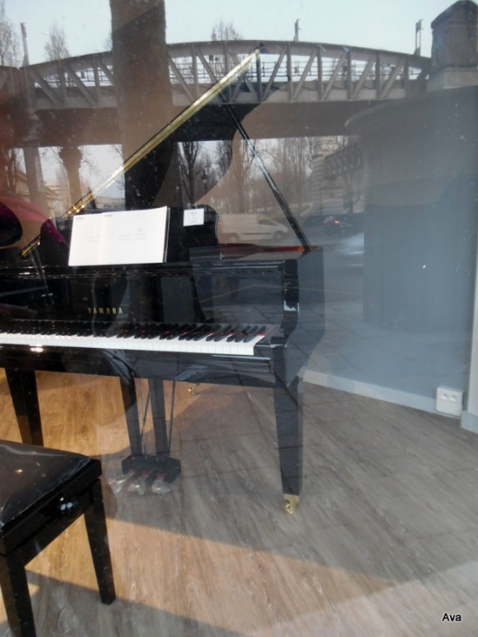 piano in the city