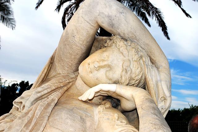 statue-274934_640