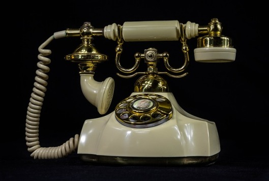 antique-telephone-379563_640