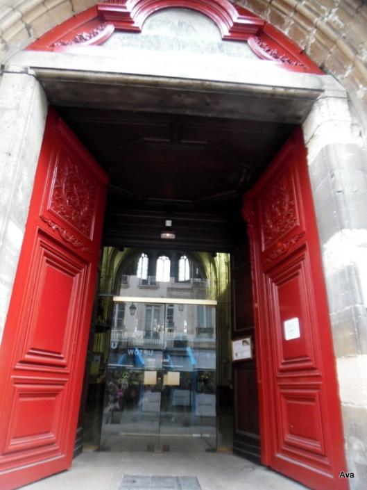 porte de l'église saint leu saint gilles