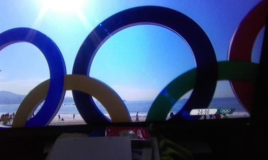 anneaus olympiques sur plage de Rio