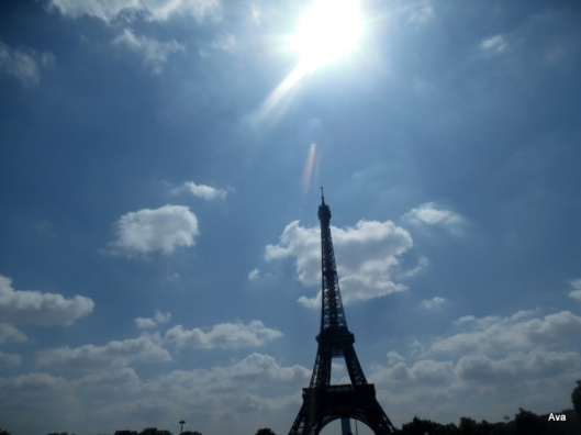 Tour Eiffel sur ciel bleu