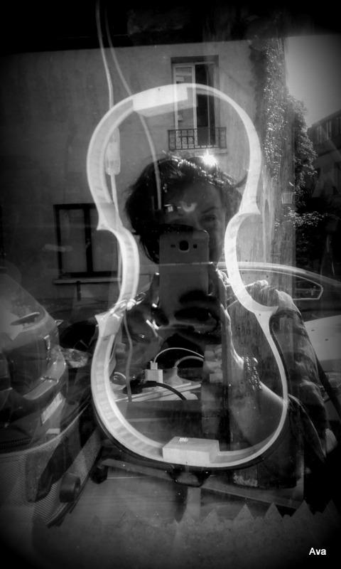 ma-tete-dans-un-violon