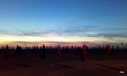 tentes de Deauville dans le soleil couchant