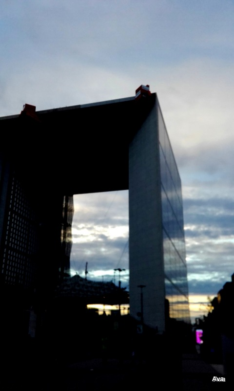 arche-de-la-defense-at-sunset