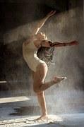 dancer-1284221__180-1