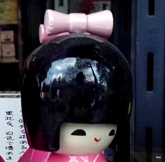 reflection-in-a-japonese-doll