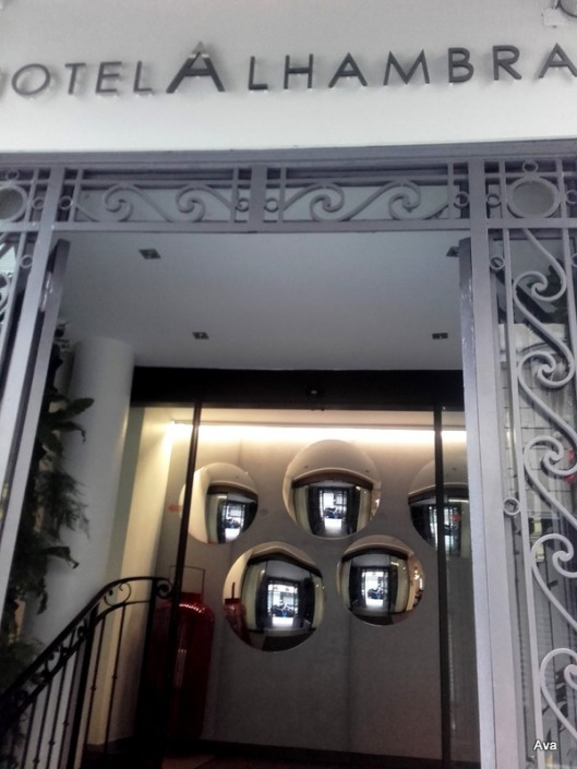 entry-with-mirrors