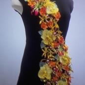fleurs-sur-petite-robe-noire-6