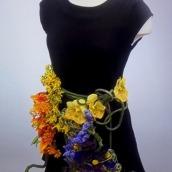 fleurs-sur-petite-robe-noire-7