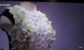 fleurs-sur-petite-robe-noire