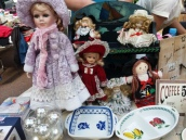 poupées et vaisselle
